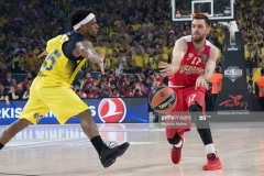 ISTANBUL, TURKEY - MAY 21:  Bobby Dixon, #35 of Fenerbahce Istanbul competes with Vangelis Mantzaris, #17 of Olympiacos Piraeus during the Championship Game 2017 Turkish Airlines EuroLeague Final Four between Fenerbahce Istanbul v Olympiacos Piraeus at Sinan Erdem Dome on May 21, 2017 in Istanbul, Turkey.  (Photo by Rodolfo Molina/Euroleague Basketball via Getty Images)