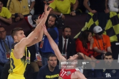 ISTANBUL, TURKEY - MAY 21: Bogdan Bogdanovic, #13 of Fenerbahce Istanbul competes with Vangelis Mantzaris, #17 of Olympiacos Piraeus during the Championship Game 2017 Turkish Airlines EuroLeague Final Four between Fenerbahce Istanbul v Olympiacos Piraeus at Sinan Erdem Dome on May 21, 2017 in Istanbul, Turkey.  (Photo by Tolga Adanali/Euroleague Basketball via Getty Images)