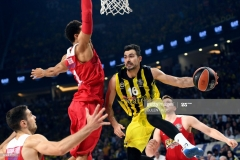 Olympiacos's Khem Birch (C) tries to block Fenerbahce's  Kostas Sloukas (R) during the first place basketball match between Fenerbahce and Olympiacos at the Euroleague Final Four basketball matches at Sinan Erdem sport Arena, on May 21, 2017 in Istanbul.  / AFP PHOTO / BULENT KILIC        (Photo credit should read BULENT KILIC/AFP via Getty Images)