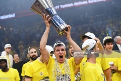 Fenerbahce's Bogdan Bogdanovic reacts with the  trophy as he celebrates  winning  the first place basketball match between Fenerbahce and Olympiacos at the Euroleague Final Four basketball matches at Sinan Erdem Sport Arena, on May 21, 2017, in Istanbul.  / AFP PHOTO / Bulent Kilic        (Photo credit should read BULENT KILIC/AFP via Getty Images)