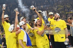 Fenerbahce's players celebrate with the  trophy after winning  the first place basketball match between Fenerbahce and Olympiacos at the Euroleague Final Four basketball matches at Sinan Erdem Sport Arena, on May 21, 2017, in Istanbul.  / AFP PHOTO / Bulent Kilic        (Photo credit should read BULENT KILIC/AFP via Getty Images)