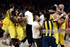 Fenerbahce's players celebrate winning  the first place basketball match between Fenerbahce and Olympiacos at the Euroleague Final Four basketball matches at Sinan Erdem Sport Arena, on May 21, 2017, in Istanbul.  / AFP PHOTO / OZAN KOSE        (Photo credit should read OZAN KOSE/AFP via Getty Images)