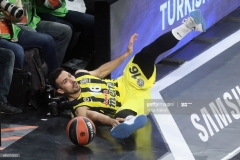 ISTANBUL, TURKEY - MAY 19: Kostas Sloukas, #16 of Fenerbahce Istanbul in action during the Turkish Airlines EuroLeague Final Four Semifinal A game between Fenerbahce Istanbul v Real  Madrid at Sinan Erdem Dome on May 19, 2017 in Istanbul, Turkey.  (Photo by Tolga Adanali/Euroleague Basketball via Getty Images)