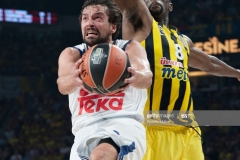 ISTANBUL, TURKEY - MAY 19:  Sergio Llull, #23 of Real Madrid in action during the Turkish Airlines EuroLeague Final Four Semifinal A game between Fenerbahce Istanbul v Real  Madrid at Sinan Erdem Dome on May 19, 2017 in Istanbul, Turkey.  (Photo by Rodolfo Molina/Euroleague Basketball via Getty Images)