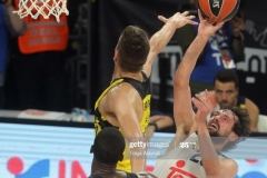 ISTANBUL, TURKEY - MAY 19: Sergio Llull, #23 of Real Madrid competes with Bogdan Bogdanovic, #13 of Fenerbahce during the Turkish Airlines EuroLeague Final Four Semifinal A game between Fenerbahce Istanbul v Real  Madrid at Sinan Erdem Dome on May 19, 2017 in Istanbul, Turkey.  (Photo by Tolga Adanali/Euroleague Basketball via Getty Images)
