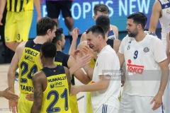 ISTANBUL, TURKEY - MAY 19: Fenerbahce and Real Madrid players celebrate after the Turkish Airlines EuroLeague Final Four Semifinal A game between Fenerbahce Istanbul v Real  Madrid at Sinan Erdem Dome on May 19, 2017 in Istanbul, Turkey.  (Photo by Tolga Adanali/Euroleague Basketball via Getty Images)