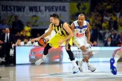 ISTANBUL, TURKEY - MAY 19:  Kostas Sloukas, #16 of Fenerbahce Istanbul competes with Dontaye Draper, #4 of Real Madrid during the Turkish Airlines EuroLeague Final Four Semifinal A game between Fenerbahce Istanbul v Real  Madrid at Sinan Erdem Dome on May 19, 2017 in Istanbul, Turkey.  (Photo by Francesco Richieri/Euroleague Basketball via Getty Images)