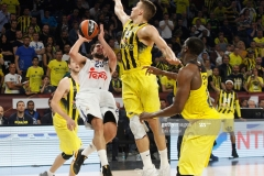 ISTANBUL, TURKEY - MAY 19: Sergio Llull, #23 of Real Madrid competes with Bogdan Bogdanovic, #13 of Fenerbahce Istanbul  in action during the Turkish Airlines EuroLeague Final Four Semifinal A game between Fenerbahce Istanbul v Real  Madrid at Sinan Erdem Dome on May 19, 2017 in Istanbul, Turkey.  (Photo by Edu Candel/Euroleague Basketball via Getty Images)