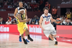 ISTANBUL, TURKEY - MAY 19:  Sergio Llull, #23 of Real Madrid competes with Bobby Dixon, #35 of Fenerbahce Istanbul during the Turkish Airlines EuroLeague Final Four Semifinal A game between Fenerbahce Istanbul v Real  Madrid at Sinan Erdem Dome on May 19, 2017 in Istanbul, Turkey.  (Photo by Patrick Albertini/Euroleague Basketball via Getty Images)