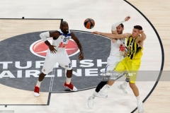ISTANBUL, TURKEY - MAY 19: Bogdan Bogdanovic, #13 of Fenerbahce Istanbul competes with Rudy Fernandez, #5 of Real Madrid  in action during the Turkish Airlines EuroLeague Final Four Semifinal A game between Fenerbahce Istanbul v Real  Madrid at Sinan Erdem Dome on May 19, 2017 in Istanbul, Turkey.  (Photo by Edu Candel/Euroleague Basketball via Getty Images)