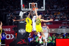 ISTANBUL, TURKEY - MAY 19:  Othello Hunter, #21 of Real Madrid in action during the Turkish Airlines EuroLeague Final Four Semifinal A game between Fenerbahce Istanbul v Real  Madrid at Sinan Erdem Dome on May 19, 2017 in Istanbul, Turkey.  (Photo by Francesco Richieri/Euroleague Basketball via Getty Images)