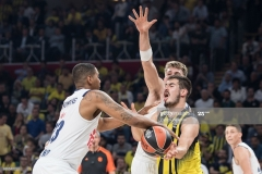 ISTANBUL, TURKEY - MAY 19:  Nikola Kalinic,Ê#33 of Fenerbahce Istanbul competes with Trey Thompinks, #33 of Real Madrid during the Turkish Airlines EuroLeague Final Four Semifinal A game between Fenerbahce Istanbul v Real  Madrid at Sinan Erdem Dome on May 19, 2017 in Istanbul, Turkey.  (Photo by Patrick Albertini/Euroleague Basketball via Getty Images)