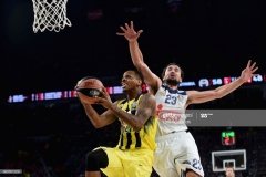 ISTANBUL, TURKEY - MAY 19: James Nunnally, #21 of Fenerbahce Istanbul competes with Sergio Llull, #23 of Real Madrid during the Turkish Airlines EuroLeague Final Four Semifinal A game between Fenerbahce Istanbul v Real Madrid at Sinan Erdem Dome on May 19, 2017 in Istanbul, Turkey. (Photo by Luca Sgamellotti/Euroleague Basketball via Getty Images)