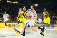 ISTANBUL, TURKEY - MAY 19:  Sergio Llull, #23 of Real Madrid competes with Bobby Dixon, #35 of Fenerbahce Istanbul  during the Turkish Airlines EuroLeague Final Four Semifinal A game between Fenerbahce Istanbul v Real  Madrid at Sinan Erdem Dome on May 19, 2017 in Istanbul, Turkey.  (Photo by Francesco Richieri/Euroleague Basketball via Getty Images)