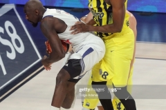 ISTANBUL, TURKEY - MAY 19: Othello Hunter, #21 of Real Madrid competes with Ekpe Udoh, #8 of Fenerbahce Istanbul  during the Turkish Airlines EuroLeague Final Four Semifinal A game between Fenerbahce Istanbul and Real  Madrid at Sinan Erdem Dome on May 19, 2017 in Istanbul, Turkey.  (Photo by Tolga Adanali/Euroleague Basketball via Getty Images)