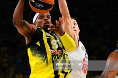 Fenerbahce's Boby Dixon (L) vies with Real Madrid Jaycee Carroll (C) tries to block him during the semi-final basketball match between Fenerbahce Ulker vs Real Madrid at the Euroleague Final Four at Sinan Erdem sport arena on May 19, 2017 in Istanbul.  / AFP PHOTO / BULENT KILIC        (Photo credit should read BULENT KILIC/AFP via Getty Images)