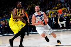 Fenerbahce's Ekpe Udoh (R) tries to stop Real Madrid's Sergio Llull (L) during the semi-final basketball match between Fenerbahce Ulker vs Real Madrid at the Euroleague Final Four basketball matches at Sinan Erdem sport Arena on May 19, 2017 in Istanbul.  / AFP PHOTO / BULENT KILIC        (Photo credit should read BULENT KILIC/AFP via Getty Images)