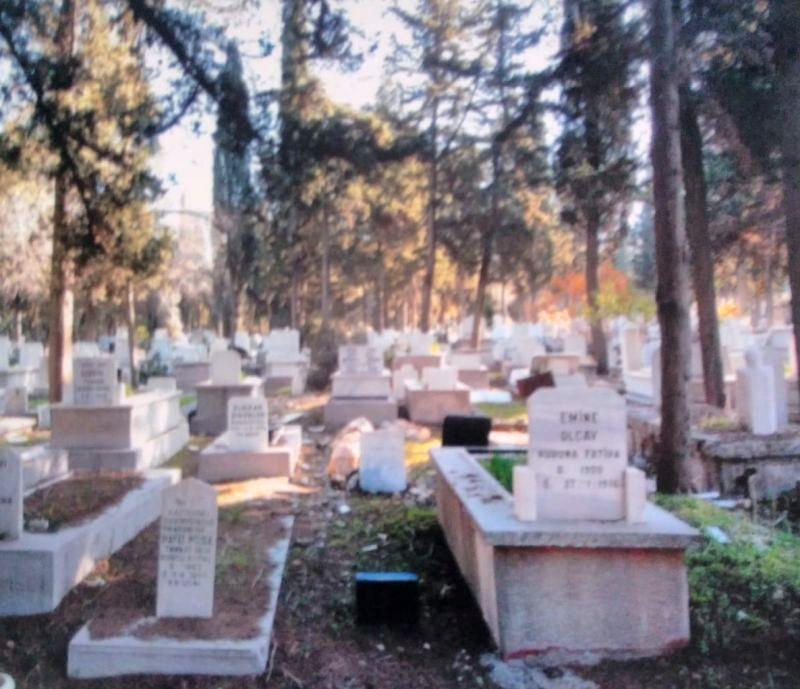 Necip Okaner'in Mezarını Bulan Adam