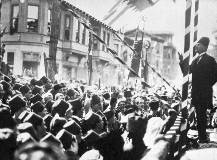Türk Futboluna Atatürk İmzası