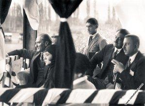 Atatürk Fenerbahçe Maçında